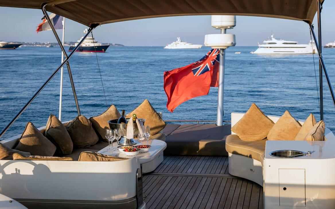 Motor Yacht DIAMS Sun Deck Drinks and Nibbles
