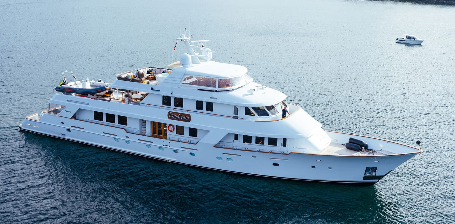 Motor Yacht Daydream Side on Profile