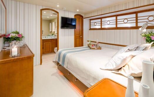 Motor Yacht Daydream TV