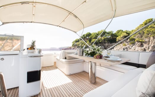 Motor Yacht Mio Barco Sundeck Dining