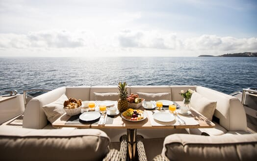 Motor Yacht Mio Barco Alfresco Dining