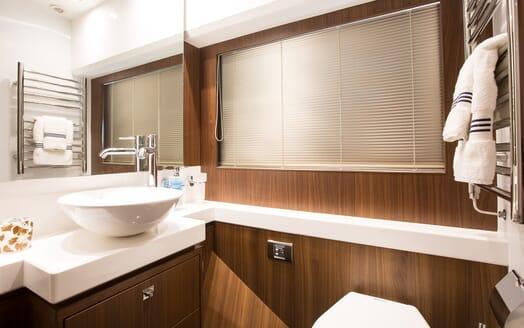 Motor Yacht Mio Barco Bathroom