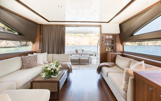 Motor Yacht Mio Barco Saloon