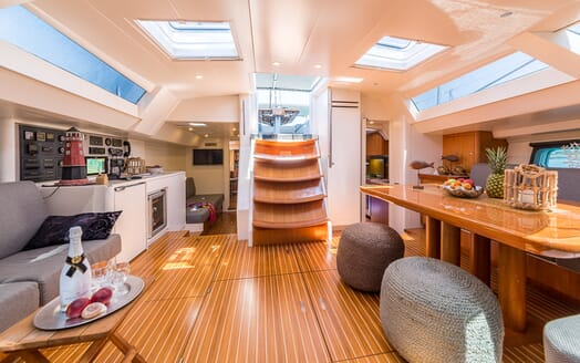 Sailing Yacht LH2 living area