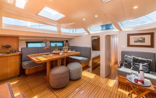 Sailing Yacht LH2 saloon