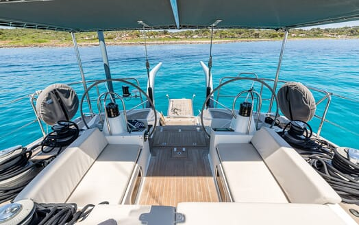 Sailing Yacht LH2 helm