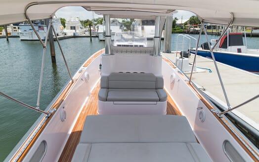 Motor Yacht Yellowfin deck