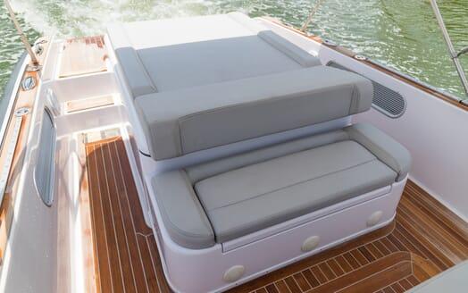 Motor Yacht Yellowfin main deck
