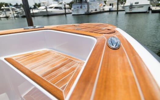 Motor Yacht Yellowfin bow
