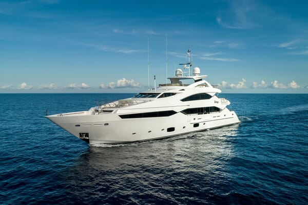 Motor Yacht ANYA Profile Underway