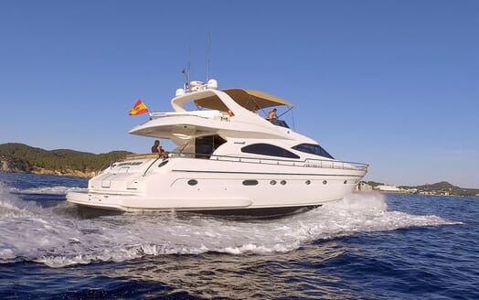 Motor Yacht KITTY KAT Aft Underway