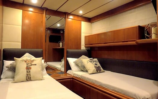 Motor Yacht KITTY KAT Twin Guest Stateroom