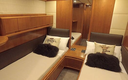 Motor Yacht KITTY KAT Guest Twin Stateroom