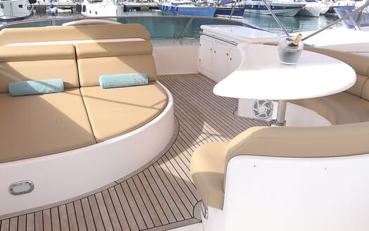 Motor Yacht KITTY KAT Sun Deck Seats