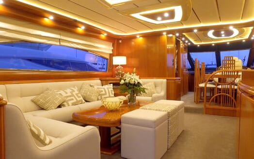 Motor Yacht KITTY KAT Main Saloon