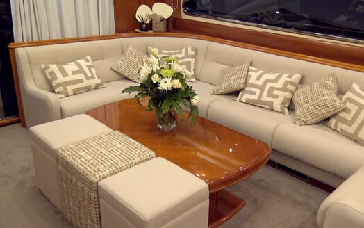 Motor Yacht KITTY KAT Lounge