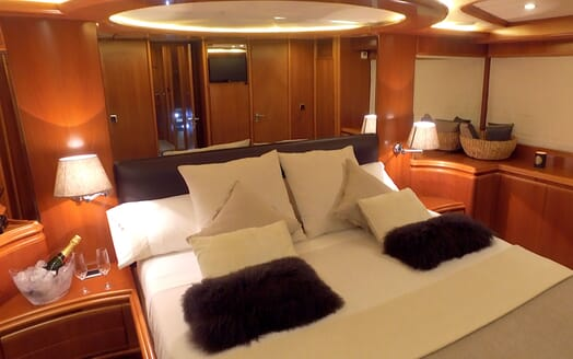 Motor Yacht KITTY KAT Guest Stateroom