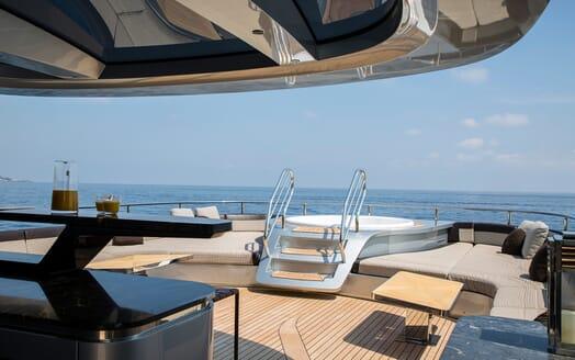 Motor Yacht Dynamiq GTT 115 Jacuzzi