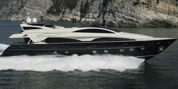 Motor Yacht BABOUSHA running hero