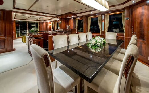Motor Yacht VIRTUE Dining Table