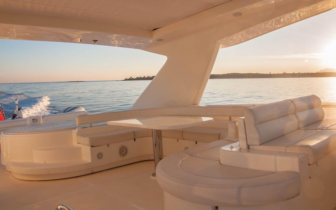 Motor Yacht Felina Sundeck
