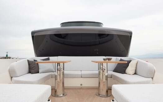 Motor Yacht Ozone Deck Seating