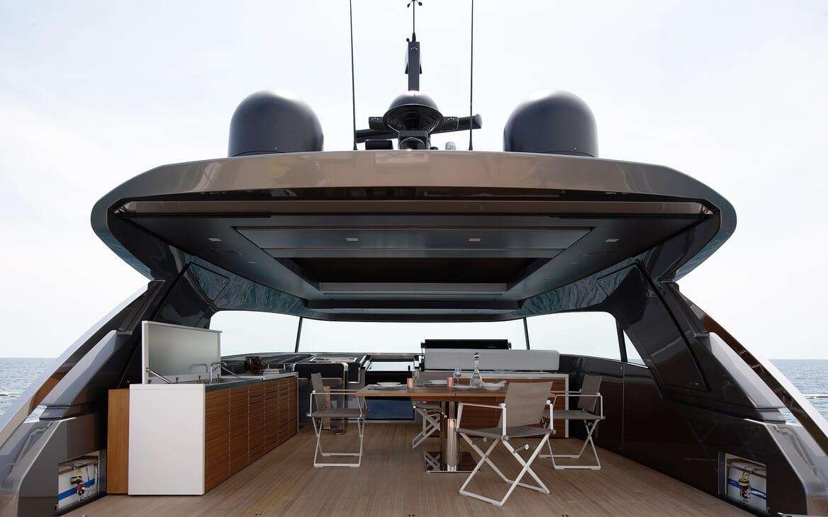 Motor Yacht Ozone Sun Deck
