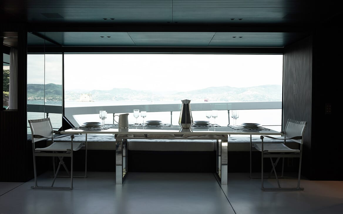 Motor Yacht Ozone Dining Table