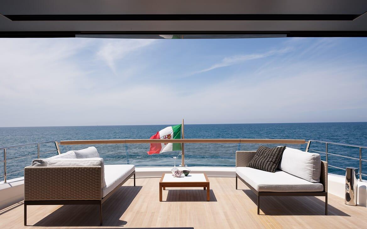 Motor Yacht Ozone Aft Deck