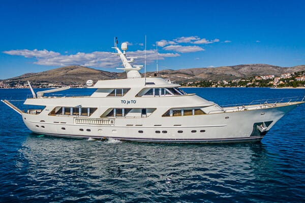 Motor Yacht TO JE TO Side Profile