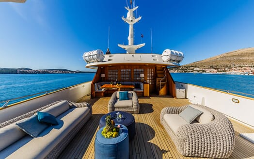 Motor Yacht TO JE TO Sun Deck Seating