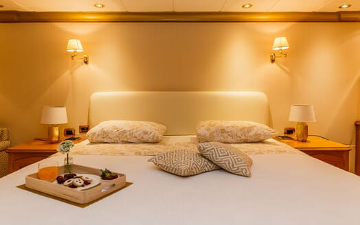 Motor Yacht TO JE TO Master Stateroom Bed Detail