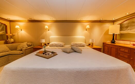 Motor Yacht TO JE TO Master Stateroom Bed