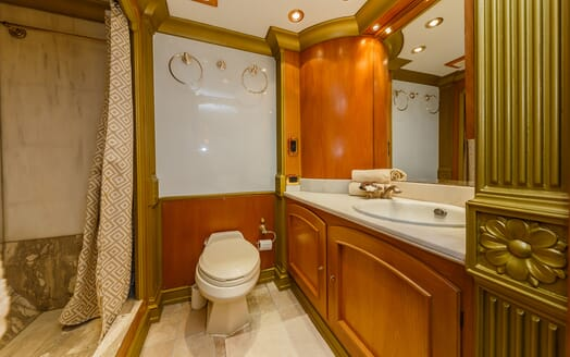 Motor Yacht TO JE TO Master Stateroom Bathroom