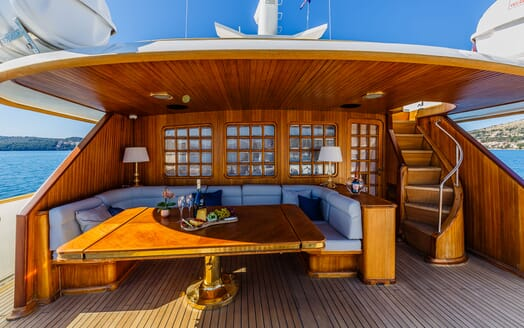 Motor Yacht TO JE TO Deck Dining Table