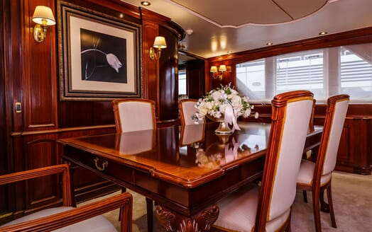 Motor Yacht TO JE TO Dining Table