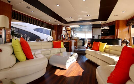 Motor Yacht MOONRAKER Main Saloon