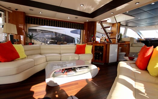 Motor Yacht MOONRAKER Main Saloon 2