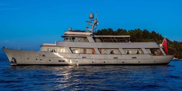 Motor Yacht WALANKA Profile
