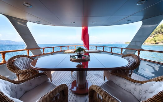 Motor Yacht WALANKA Aft Dining Table