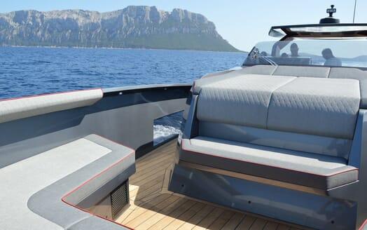 Motor yacht Maori 54 running deck