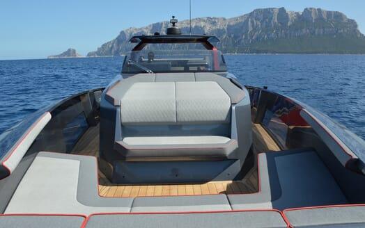Motor yacht Maori 54 running deck one