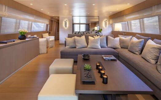 Motor Yacht SUMMER FUN Main Saloon