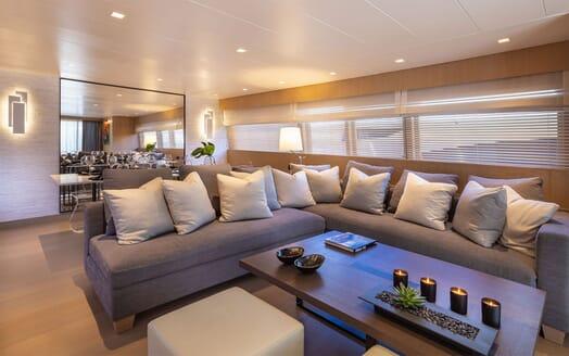 Motor Yacht SUMMER FUN Main Saloon Sofas