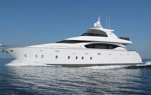 Motor Yacht 888 Underway