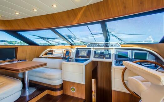 Motor Yacht 888 Wheelhouse