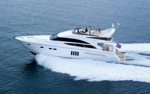 Motor Yacht Thanx Dad 4 Side Running Shot