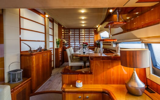 Motor Yacht Quo Vadis I Dining Table