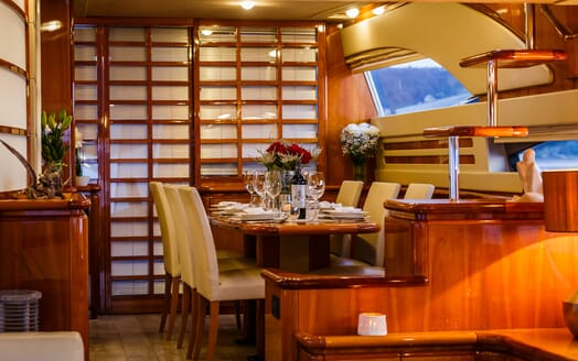 Motor Yacht Quo Vadis I Dining Table 2