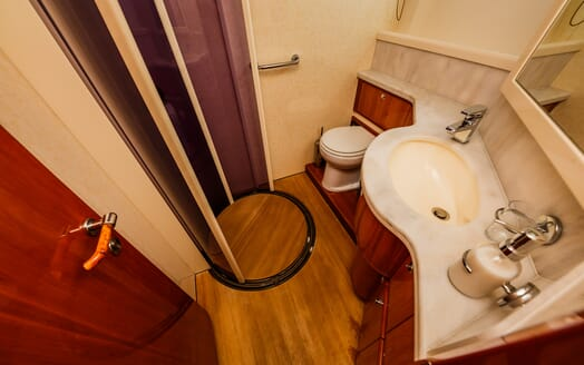 Motor Yacht Quo Vadis I Guest Bathroom